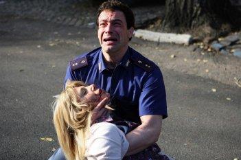 Gedeon Burkhard e Giuditta Pasquinelli in una drammatica scena di Caccia al re - La narcotici
