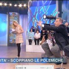 La Panicucci in onda su Canale 5 con un abito firmato da Giò Guerreri.