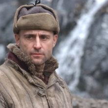 Mark Strong nel film The Way Back