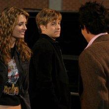 Mischa Barton, Benjamin McKenzie e Taylor Handley nell'episodio Il terzo incomodo di The O.C.
