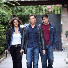 Raffaella Rea, Gedeon Burkhard e Denis Fasolo in una scena della serie Caccia al re - La narcotici