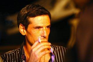 Stefano Dionisi in una scena della serie Caccia al re - La narcotici