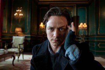 Un intendo primo piano di James McAvoy nei panni del Professor Charles Xavier in X-Men: First Class