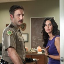 Courteney Cox e David Arquette insieme in una scena di Scream 4