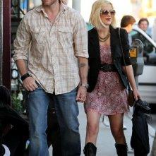 Tori Spelling e il marito durante le riprese del loro nuovo reality show 'Tori and Den's sTORIbook Weddings'
