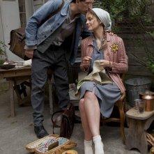Gad Elmaleh e Raphaëlle Agogué in una scena del film Vento di primavera