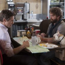 Robert Downey Jr e Zach Galifianakis, nella commedia Parto col folle