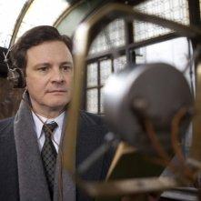 Colin Firth in una significativa immagine del film The King's Speech