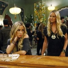 Gillian Zinser e Kelly Lynch nell'episodio How Much Is That Liam In The Window di 90210