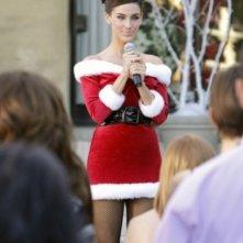 Jessica Lowndes in una scena dell'episodio Holiday Madness di 90210