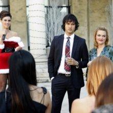 Jessica Lowndes, Michael Steger ed Elaine Hendrix nell'episodio Holiday Madness di 90210