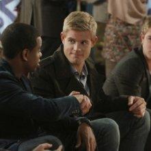 Jessica Stroup, Tristan Wilds, Trevor Donovan e Kyle Riabko in una scena dell'episodio All About a Boy di 90210