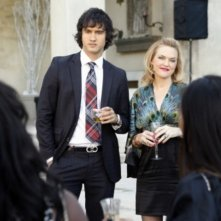 Michael Steger ed Elaine Hendrix nell'episodio Holiday Madness di 90210