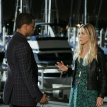Tristan Wilds e Gillian Zinser nell'episodio I See London, I See France... di 90210