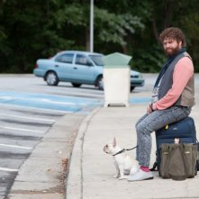 Zach Galifianakis in un'immagine del road movie Due Date