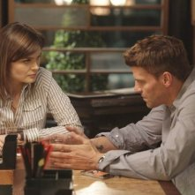 David Boreanaz ed Emily Deschanel nell'episodio The Couple in the Cave di Bones