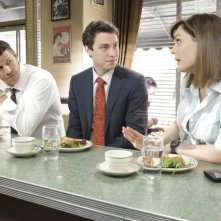 David Boreanaz, Emily Deschanel e John Francis Daley nell'episodio The Couple in the Cave di Bones