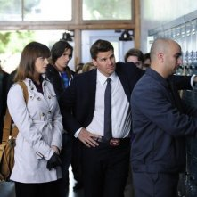 Emily Deschanel e David Boreanaz nell'episodio The Twisted Bones in the Melted Truck di Bones