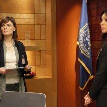 Emily Deschanel e Tamara Taylor nella premiere della stagione 6 di Bones