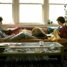 Miranda July accanto ad Hamish Linklater in una scena di The Future