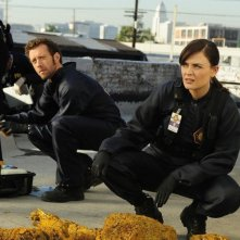 T.J. Thyne ed Emily Deschanel nell'episodio The Daredevil in the Mold di Bones
