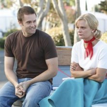 Garret Dillahunt e Martha Plimpton nell'episodio Say Cheese di Raising Hope