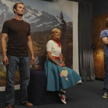 Garret Dillahunt, Martha Plimpton e Lucas Neff nell'episodio Say Cheese di Raising Hope