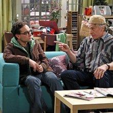 Johnny Galecki e Keith Carradine nell'episodio The Boyfriend Complexity di The Big Bang Theory
