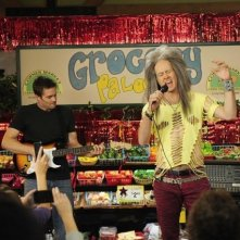 La guest star Jason Lee e Garret Dillahunt nell'episodio Burt Rocks di Raising Hope