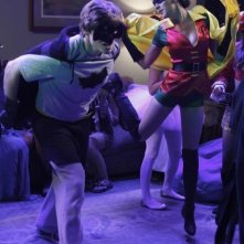 Lucas Neff e Shannon Woodward nell'episodio Happy Halloween di Raising Hope