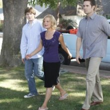 Lucas Neff, Martha Plimpton e Garret Dillahunt nell'episodio Meet The Grandparents di Raising Hope
