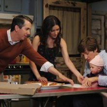 Lucas Neff, Shannon Woodward e Gregg Binkley nell'episodio Meet The Grandparents di Raising Hope