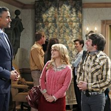 Rick Fox, Melissa Rauch e Simon Helberg nell'episodio The Love Car Displacement di The Big Bang Theory