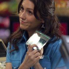 Shannon Woodward in una scena dell'episodio The Sniffles di Raising Hope
