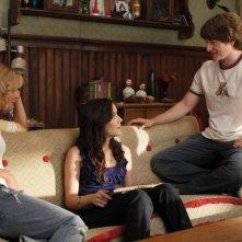 Shannon Woodward, Martha Plimpton e Lucas Neff nell'episodio Say Cheese di Raising Hope