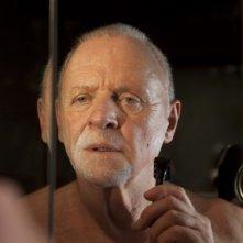 Primo piano di Anthony Hopkins dal film The Rite