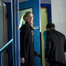 Anna Torv in una scena dell'episodio Concentrate and Ask Again di Fringe