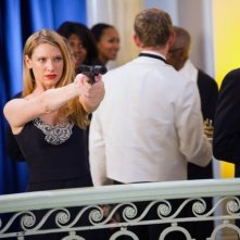 Anna Torv nell'episodio Concentrate and Ask Again di Fringe