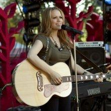 Bethany Joy Galeotti in una scena dell'episodio Music Faced di Life UneXpected