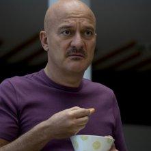 Claudio Bisio nel film Femmine contro Maschi