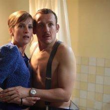 Dany Boon con Julie Bernard nel film Rien à déclarer