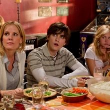 Emma Caulfield, Landon Liboiron e Brittany Robertson nell'episodio Thanks Ungiven di Life UneXpected