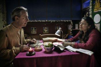 Gianfelice Imparato ed Eloma Ran Janz in una scena del film Into Paradiso (2010)