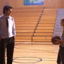 Kristoffer Polaha e Brittany Robertson in una scena dell'episodio Criminal Incriminated di Life UneXpected