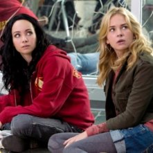 Ksenia Solo e Brittany Robertson nell'episodio Homecoming Crashed di Life UneXpected