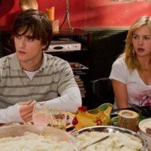 Landon Liboiron e Brittany Robertson nell'episodio Thanks Ungiven di Life UneXpected