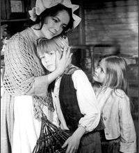 Liz Taylor con la piccola Patsy Kensit ne Il grande Gatsby (1974)