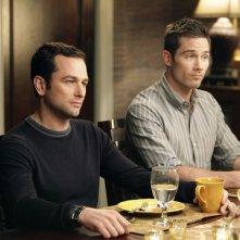 Matthew Rhys e Luke MacFarlane nell'episodio Scandalized di Brothers & Sisters