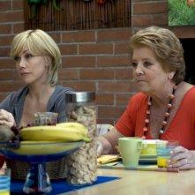 Nancy Brilli con Wilma De Angelis nel film Femmine contro Maschi