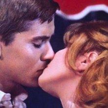 Un bacio tra Gianni Morandi e Laura Efrikian in Chimera